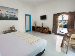 Lovely clean, fresh rooms and outdoor seating area at Sanur House